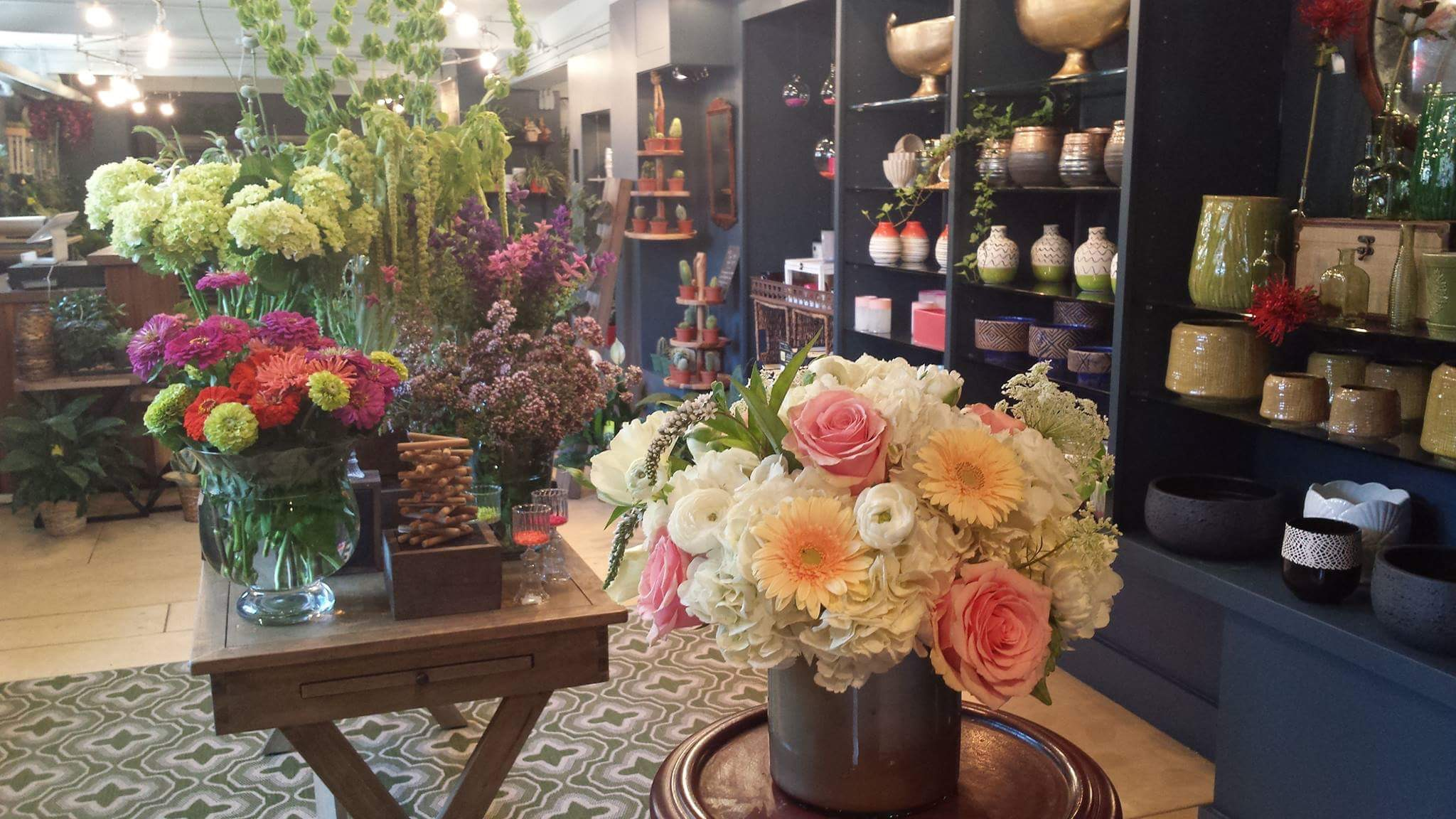 Welcome to ROBERTS FLOWERS OF HANOVER:  PROUDLY SERVING THE UPPER VALLEY FOR OVER 85 YEARS